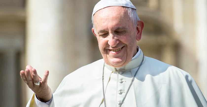 papa francisco sonrie dios ensena verdadero amor como amar