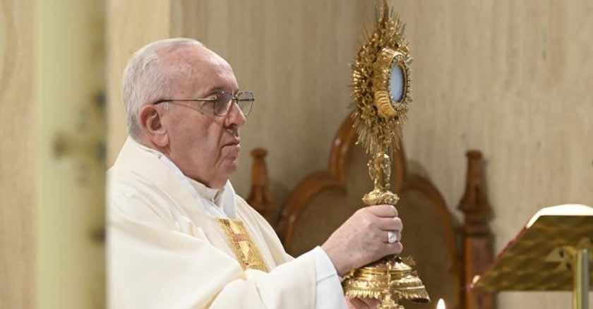 papa-francisco-vivir-la-fe-sin-los-sacramentos-es-peligroso-en-la-iglesia.jpg
