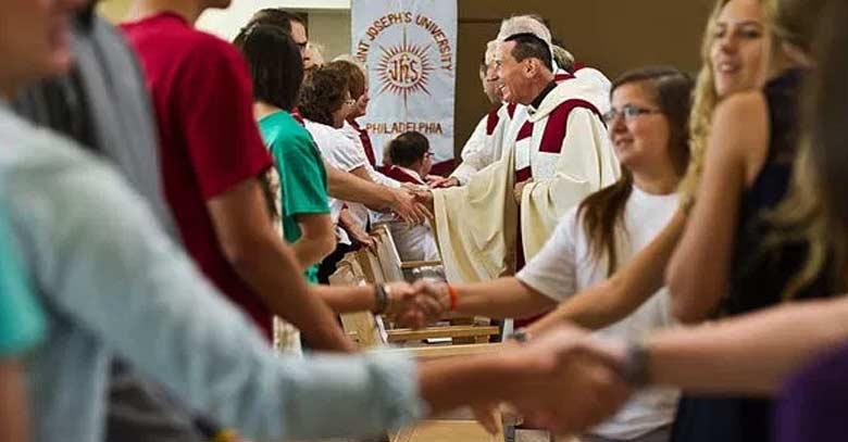 paz signo en santa misa dar la paz