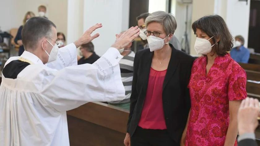sacerdotes-iglesia-alemania-desafian-papa-francisco-vaticano-uniones-mismo-sexo-bendicion.jpg
