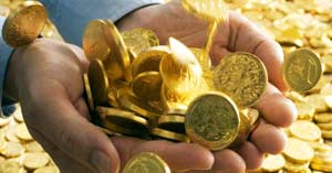 monedas dinero mano oro mucho riquezas