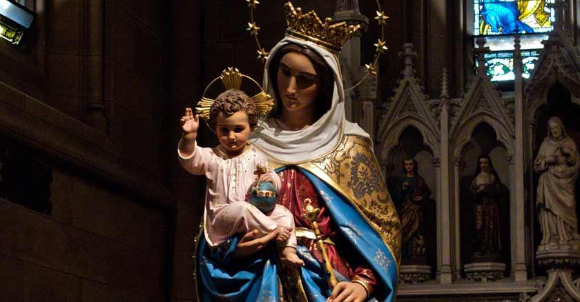 maria auxiliadora de los cristianos estatua oracion por ayuda en una dificultad