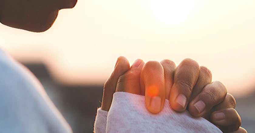 orando manos juntas como retomar la oracion cuando no sentimos ganas de orar