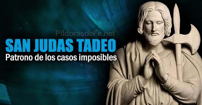 san-judas-tadeo-estatua-rezando-fondo-azul.jpg