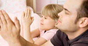 citas biblicas para oracion siete dias por los hijos papa rezando con hija
