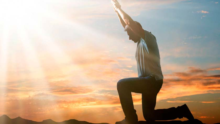 Dios-renueva-las-fuerzas-a-debiles-afligidos-cansados-hombre-orando.jpg