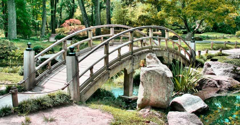 construir puentes madera sobre rio parque