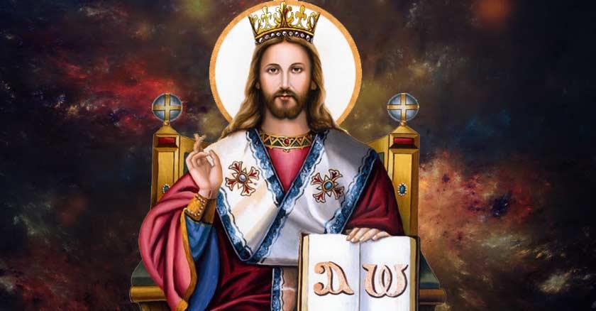 jesucristo rey sentado en su trono con corona levanta su mano derecha