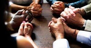 oracion de intercesion poderosa fuerza manos unidas en oracion